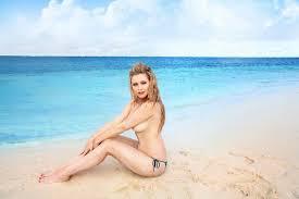 Поделка ежика из шишек и пластиковой бутылки фото